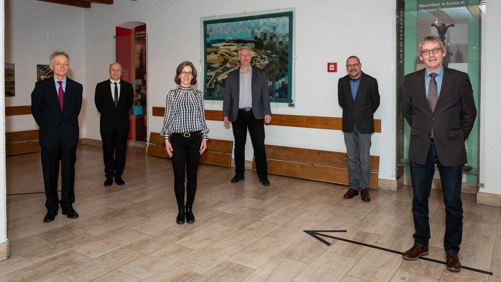 De gauche à droite: les cinq conseillers communaux élus Daniel Rotsch (PS), Yannick Butin (PLR), Valérie Dubosson (Les Verts), Heinz Hoffmann (PLR), le président du Conseil général Philippe Mattmann (PS) et Martin Eugster (Entente).