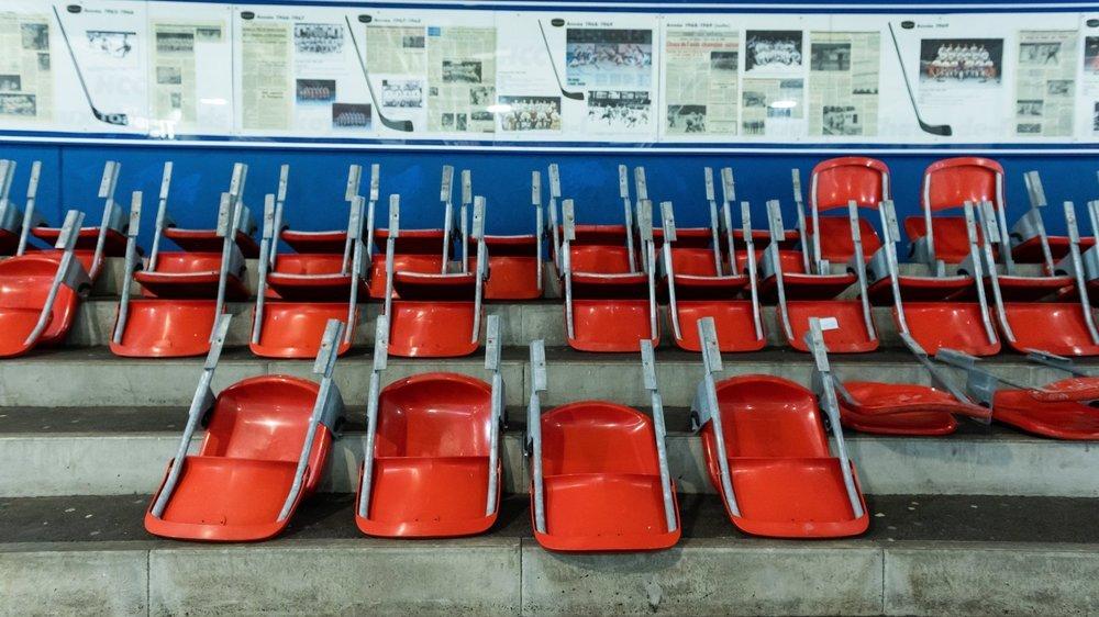 Chaises vides et tribunes vides, les stades neuchâtelois pleurent leurs spectateurs.