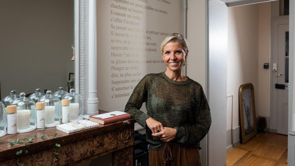 Chirurgienne esthétique, designer, Emmanuelle Grau-Bretin s'est formée au métier de designer olfactif chez Cinquième Sens, à Paris.