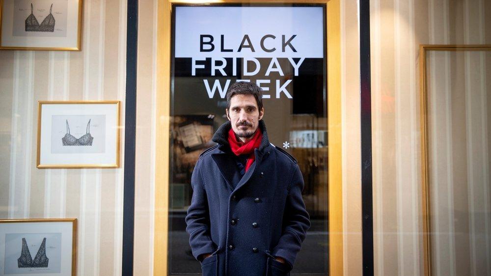 Le sociologue Gaël Brulé dans une boutique du centre-ville de Neuchâtel, le 25 novembre 2020.