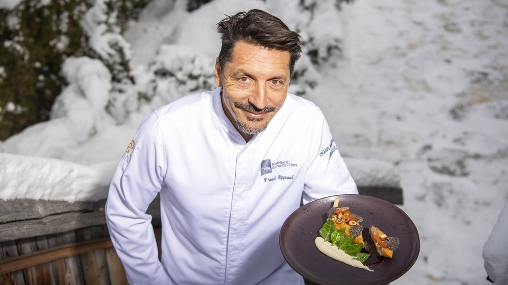Franck Reynaud présente son suprême de pintade fermière farcie au foie gras. Une excellente recette réalisable chez soi.