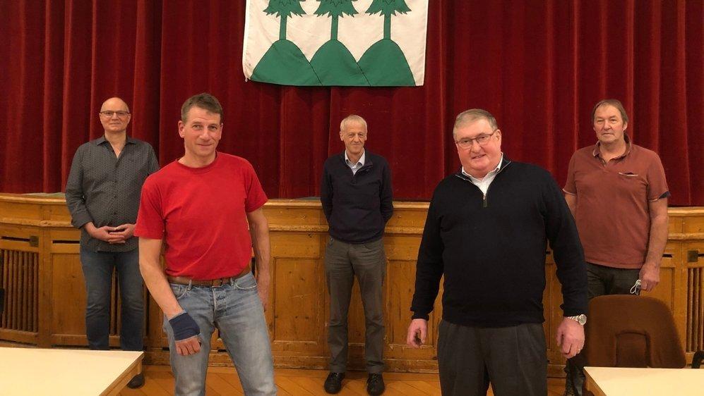 Le Conseil communal de La Sagne. De gauche à droite: André Meister, Laurent Benoit, Pierre Renaud, François Jaquet et Fritz Schmid.
