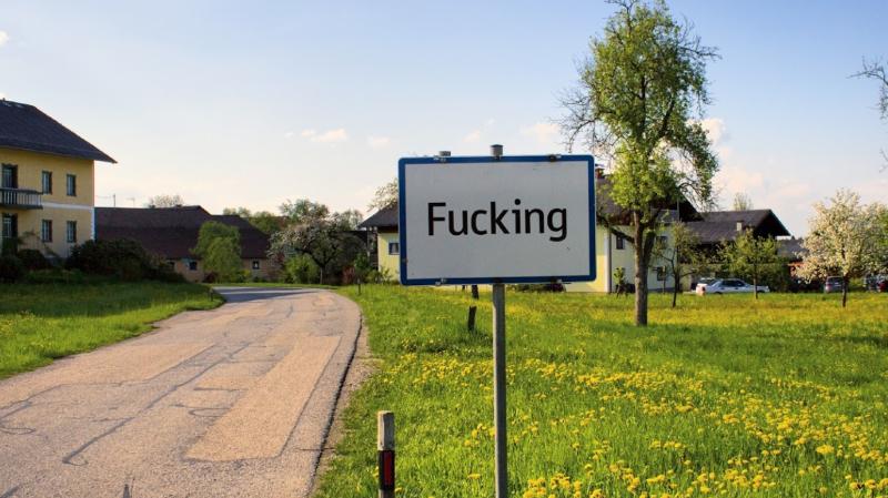 Les panneaux du village ont été volés à plusieurs reprises.