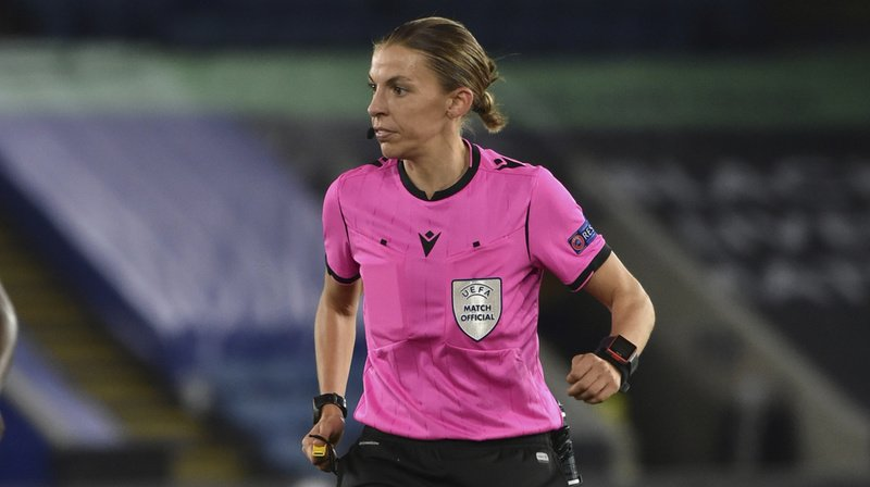 Football: petite bio de StéphanieFrappart, première femme à arbitrer un match de Ligue des champions