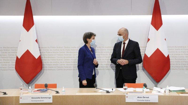 La présidente de la Confédération Simonetta Sommaruga et le ministre de la santé Alain Berset ont présenté les dernières décisions du gouvernement.