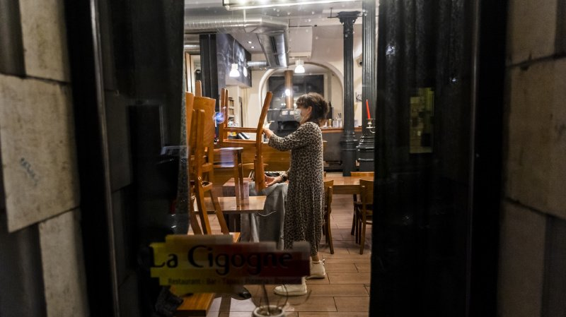 Dès le 10 décembre dans le Jura, seuls les restaurants, «soit les établissements servant des mets cuisinés confectionnés dans l'établissement», pourront ouvrir leurs portes de 18h30 à 23h.
