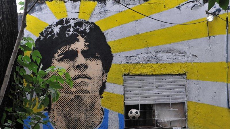 Décès de Maradona: le médecin visé par une enquête pour homicide involontaire