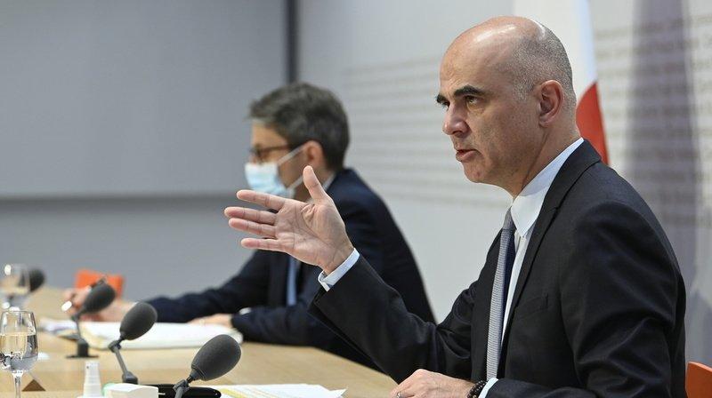 Alain Berset et Lukas Engelberger lors de la conférence de presse, lundi 14 décembre.