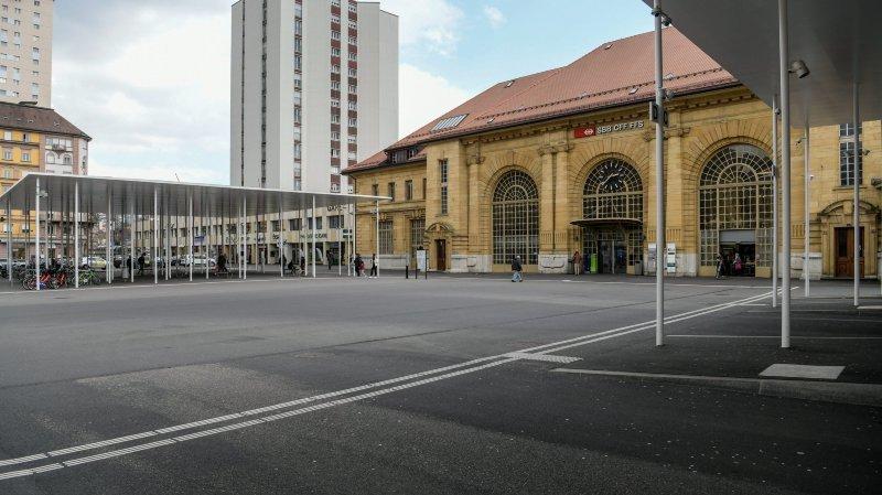 Braquage à la gare de La Chaux-de-Fonds: «Quand il a pris l'argent, j'en ai profité pour piquer son arme»