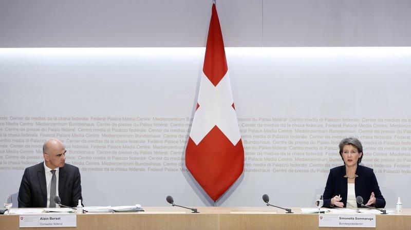 Pandémie: le Conseil fédéral veut reprendre la main dans la lutte contre le Covid-19