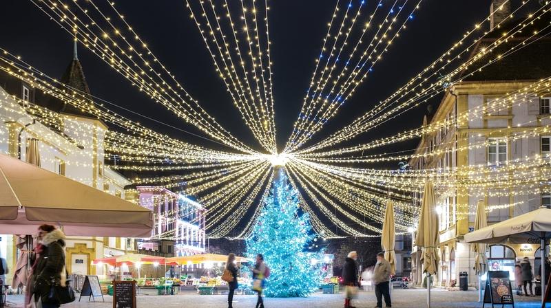 Neuchâtel, Le Locle et La Chaux-de-Fonds se sont parées de mille lumières