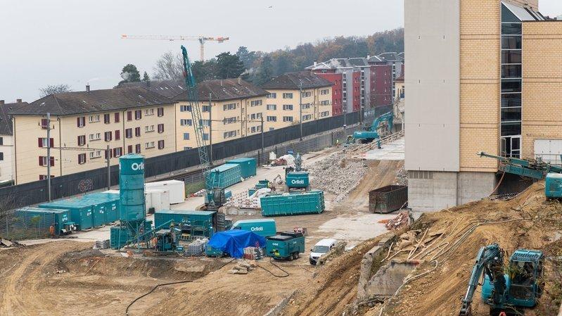 Immense chantier à Neuchâtel, entreprise vaudoise, pourquoi?