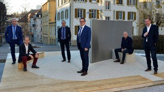 La Chaux-de-Fonds: les élus prennent la pose à la rue de l'Avenir