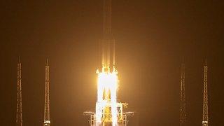Espace: la Chine lance une rare mission pour ramener des roches lunaires