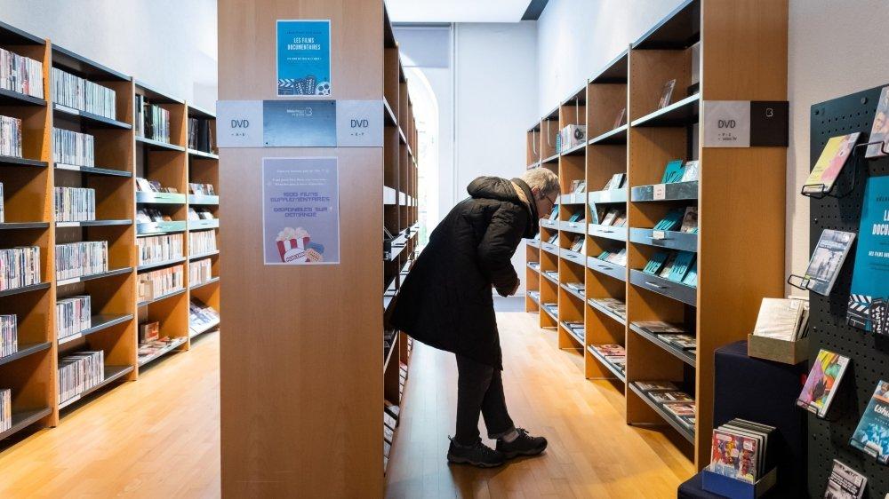 Le Conseil d'Etat était trop restrictif et a dû faire machine arrière: la Confédération autorise l'ouverture des bibliothèques, seules les salles de lecture doivent rester closes.