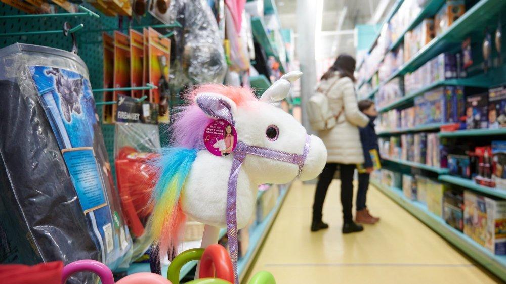 Les magasins de jouets devront fermer dès lundi. Nombreux étaient les parents ce samedi à être venus faire une réserve de jeux, et notamment de puzzles.