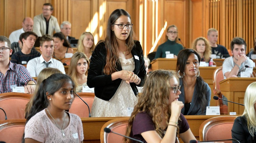 Photographie prise lors de la session parlementaire des jeunes, à l'occasion du bicentenaire du canton de Neuchâtel, en septembre 2014.