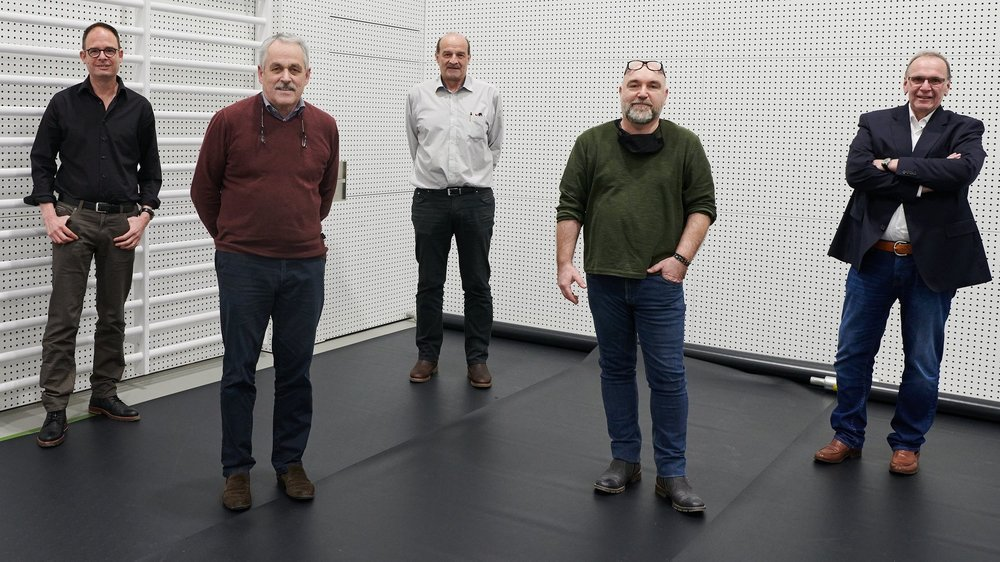 Les nouveaux élus au Conseil communal de Saint-Blaise: Marc Renaud (PS), Claude Guinand (PLR), Alain Jeanneret (PS), Pierre Schmid (Entente) et Roland Canonica (PLR).