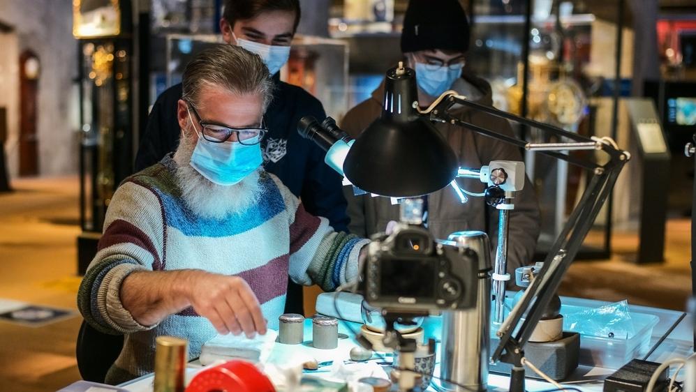 Gilles Meier, graveur indépendant, invité au Musée international d'horlogerie de La Chaux-de-Fonds.