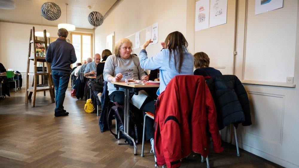 Une trentaine de gourmands ont dégusté le repas de Noël, ce mercredi à midi, à l'Espace des solidarités de Caritas, à Neuchâtel.