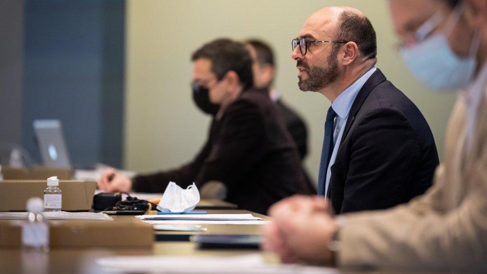 Les autorités (ici Laurent Favre, au centre) se sont exprimées lors d'une conférence de presse sur l'investissement stratégique concernant le contournement routier de La Chaux de-Fonds.