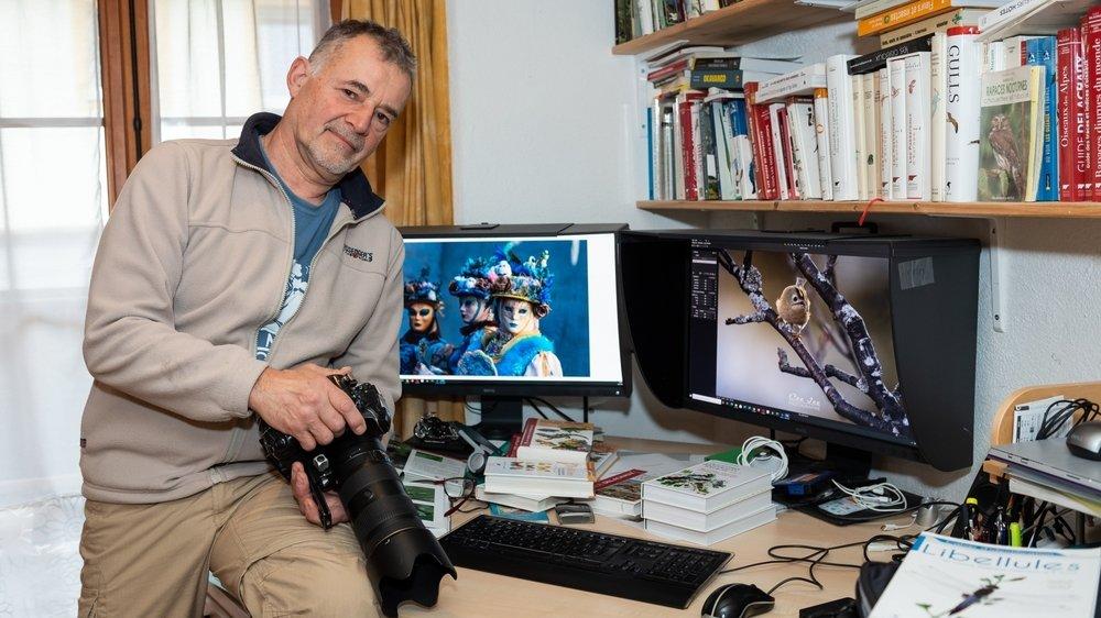 Christian Jeanrenaud dans son fief avec, sur ses écrans, certaines de ses photos.