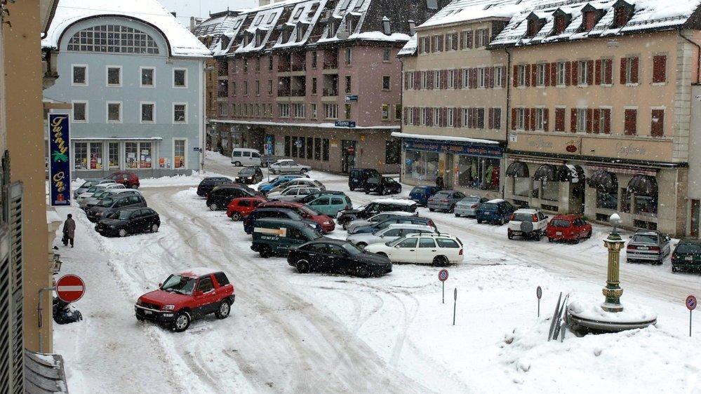 La place du Marché de La Chaux-de-Fonds en janvier 2006. Un projet de réaménagement est alors envisagé. Il se concrétisera trois ans plus tard.