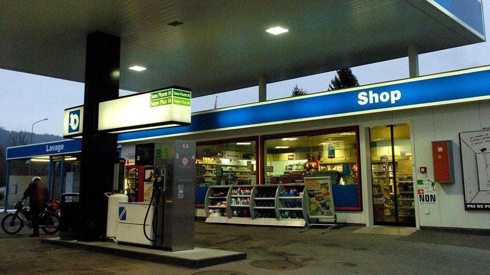 De nombreux clients ont oublié que les shops des stations-service sont désormais fermés le dimanche... Ils sont repartis bredouilles.