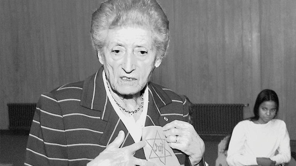 «Dès l'âge de 6 ans, les enfants devaient porter l'étoile jaune...», a expliqué Lucie Aubrac aux élèves de l'école secondaire de La Chaux-de-Fonds.
