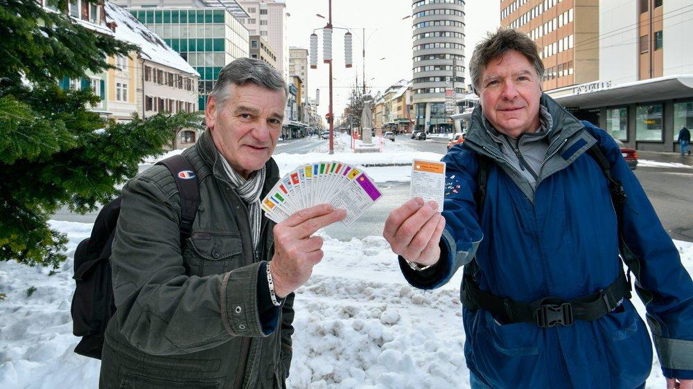 Thierry Christen (à droite) et Marcel Schlichtig sur l'avenue Léopold-Robert, point de départ et d'arrivée.
