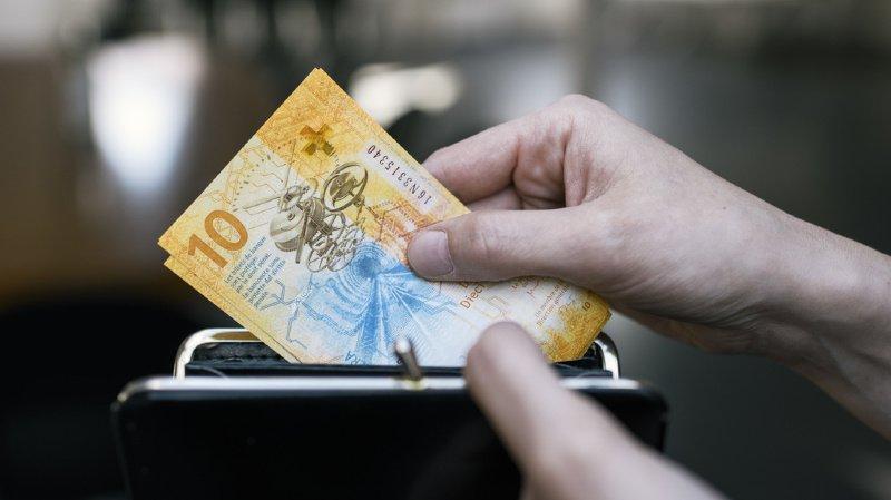 La rente maximale pour les retraités et bénéficiaires de l'AI est augmentée de 20 francs (illustration).