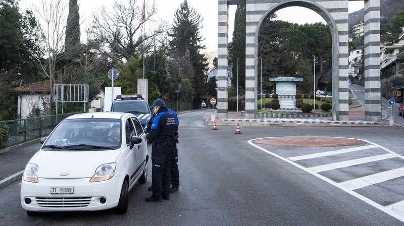 Selon fedpol, quinze interdictions d'entrées sur le territoire suisse ont actuellement été prononcées à l'encontre d'individus, dont la majorité sont déjà condamnés en Italie pour association de type mafieux.