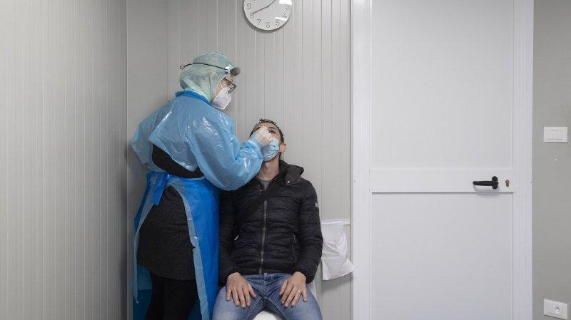La nouvelle variante du coronavirus a été détectée dans sept cantons.
