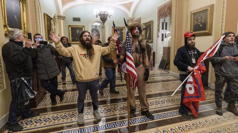 Violences au Capitole: les émeutiers cherchaient à «capturer et assassiner» des élus