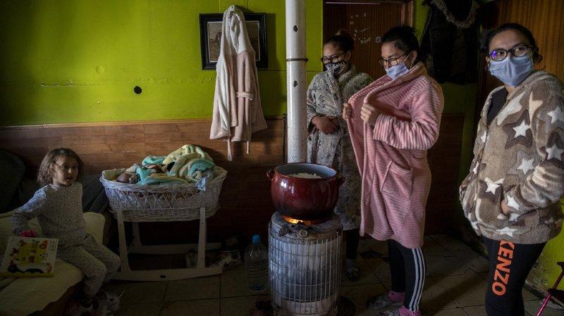 Dans le bidonville, quelque 4000 habitants sont affectés par les coupures d'électricité (ILLUSTRATION).