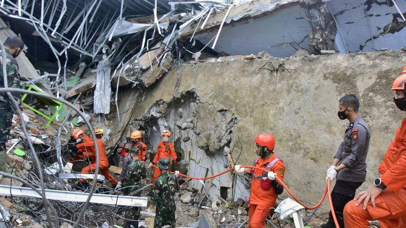 Séisme enIndonésie: au moins 42 morts, des disparus sous les décombres