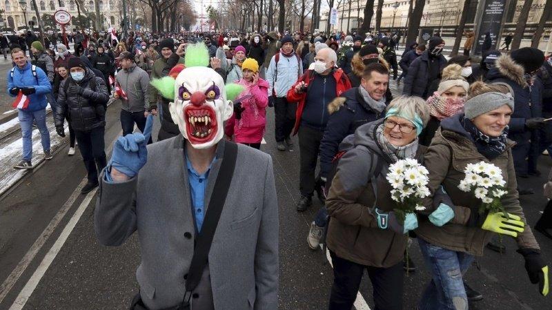 Coronavirus: 10'000 manifestants anti-masque se rassemblent à Vienne