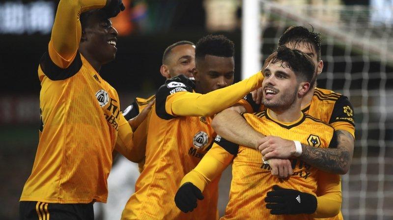 Pedro Neto (de face, à droite) et ses coéquipiers ne peuvent pas aller réaliser leurs courses eux-mêmes. Leur club, Wolverhampton, durcit les mesures sanitaires.