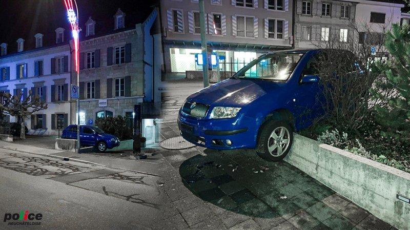 Boudry: alcoolisé, il plante sa voiture sur un muret… devant le poste de police