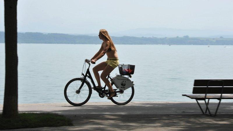 Neuchâtelroule installe deux nouvelles bornes à vélo à La Grande Béroche