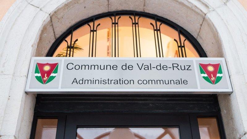 Val-de-Ruz: collecte de signatures suspendue pour le référendum contre la hausse d'impôts