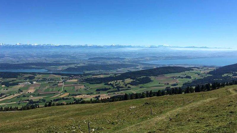 Jura & Trois-Lacs a été créée en 2001 pour la promotion de l'offre touristique de la chaîne du Jura et des trois lacs, de Neuchâtel, de Fribourg, de Berne et de Vaud.