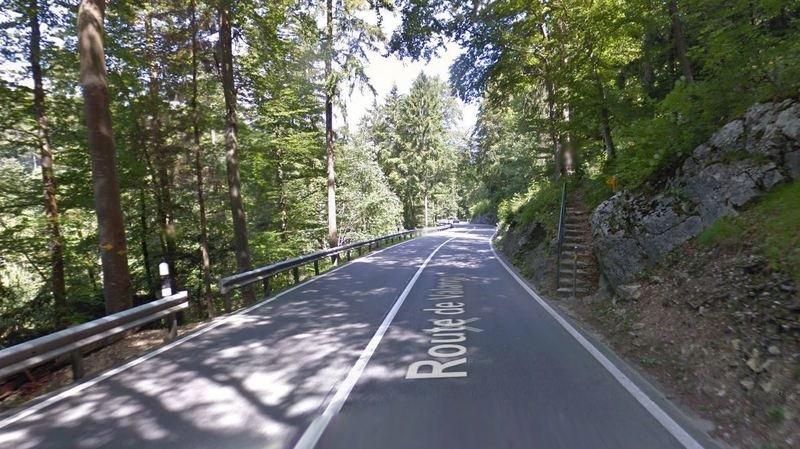 L'accident s'est déroulé à mi-chemin entre Puits-Godet et Valangin, sur la route de Valangin.