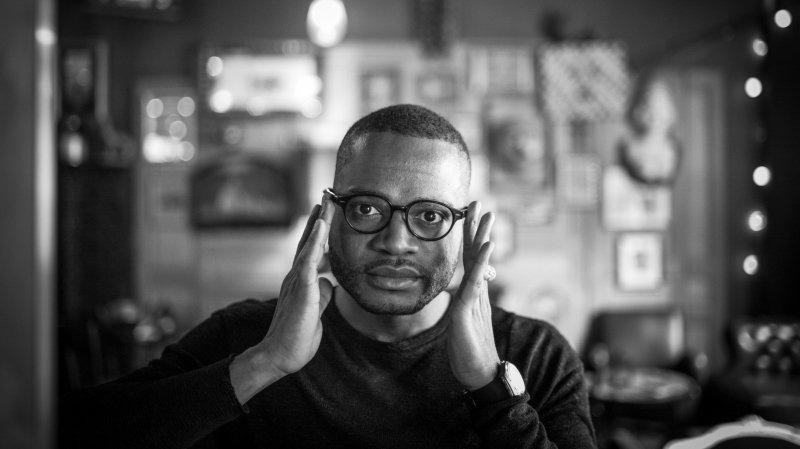 Max Lobe: «La grivoiserie est une façon de parler de l'homophobie du pays d'où je viens»