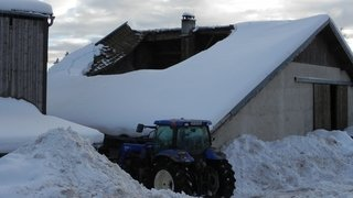 Une toiture s'effondre sous le poids de la neige: qui paye la facture?