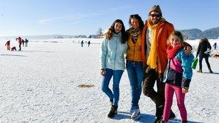 Le lac des Taillères est gelé, mais il faut apporter ses patins