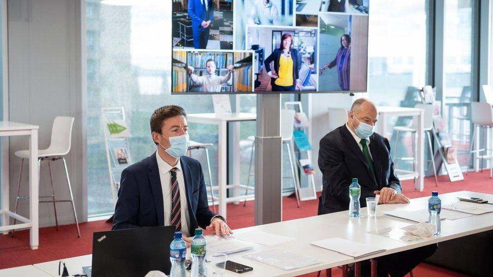 La Banque cantonale neuchâteloise a vu son bénéfice se renforcer en 2020 malgré la pandémie. Pierre-Alain Leuenberger, directeur, et Jean Studer, président du conseil, présentent les résultats annuels de l'établissement.