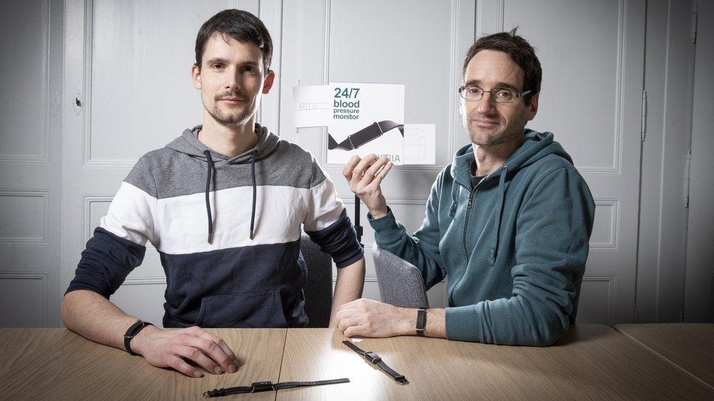 Aktiia est prêt à faire son entrée sur le marché européen. Il devrait être en vente en Suisse d'ici la fin 2021. De gauche a droite Olivier Grossenbacher, responsable de la recherche et du développement d'Aktiia, et Josep Sola, cofondateur.