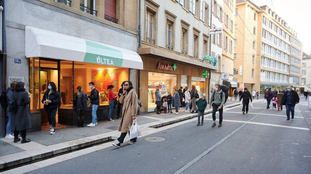 A Neuchâtel et ailleurs en Suisse, la population devrait pouvoir pousser la porte de tous les commerces dès le mois de mars.