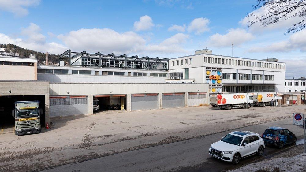 Coop abandonnera ses entrepôts d'ici fin 2021. Ils seront remplacés un nouveau bâtiment administratif. L'immeuble de droite sera transformé pour accueillir les archives de l'Etat